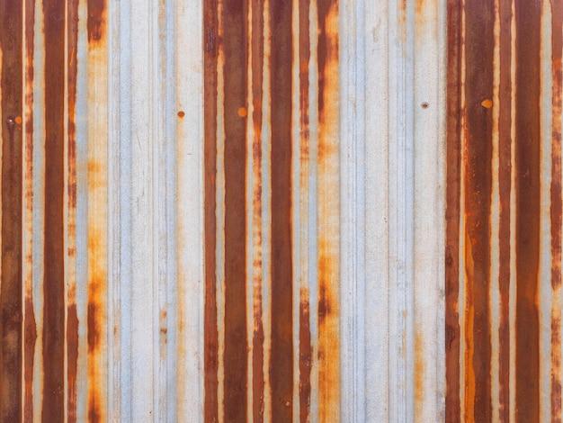 Vieille clôture en métal rouillé. texture et arrière-plan