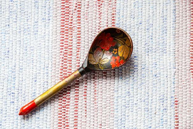 Vieille cuillère en bois traditionnelle russe