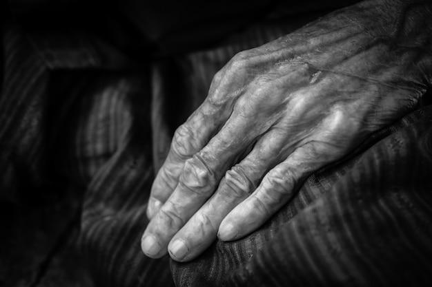 Vieille femme mains