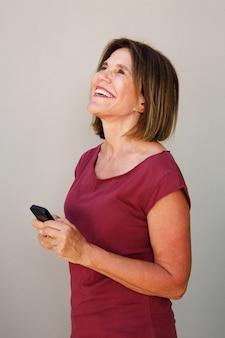 Vieille femme, tenue, téléphone portable, et, rire