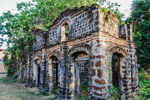 Vieille maison de ban tharae sakon nakhon, thaïlande