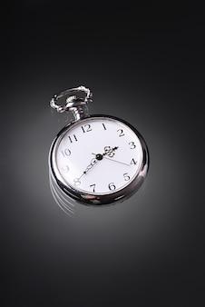 Une vieille montre de poche