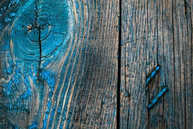 Une vieille peinture de porte minable s'est décollée