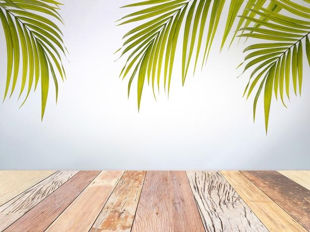 Vieille planche de bois et feuilles de palmier vert avec texture de mur en béton