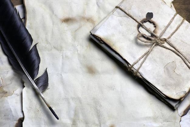 Vieille plume de lettre de papier