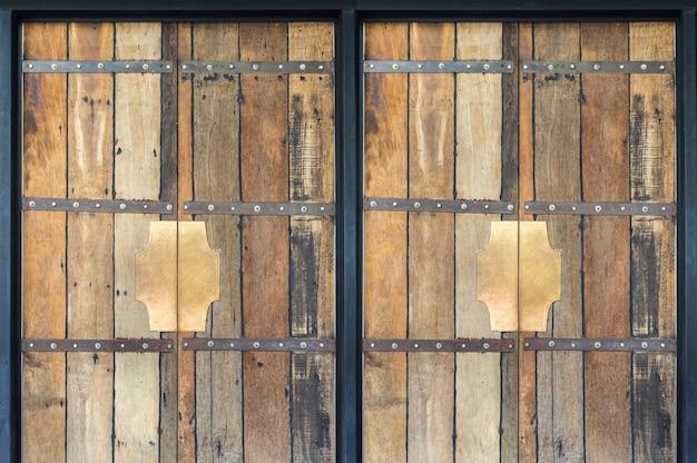 Vieille porte en bois vue de face et photo -