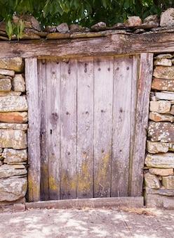 Vieille porte d'une maison espagnole