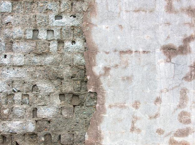 Vieille surface de béton et de briques.