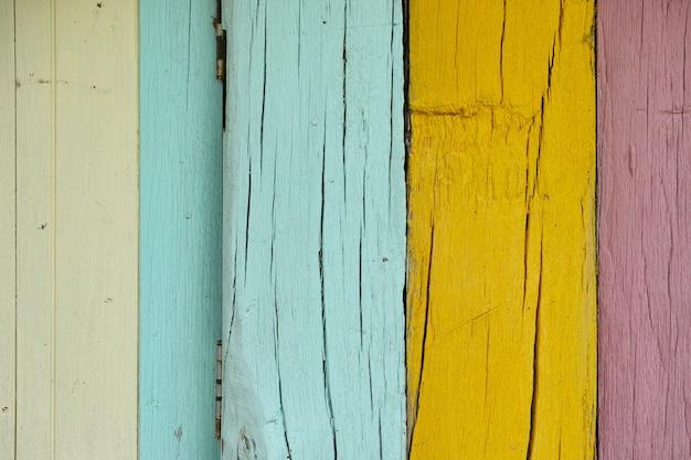 Vieille surface en bois, vert, bleu, joliment décoré sur le fond du mur