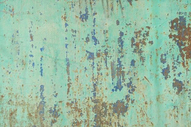 Vieille texture en métal peint avec des traces de rouille et de fissures