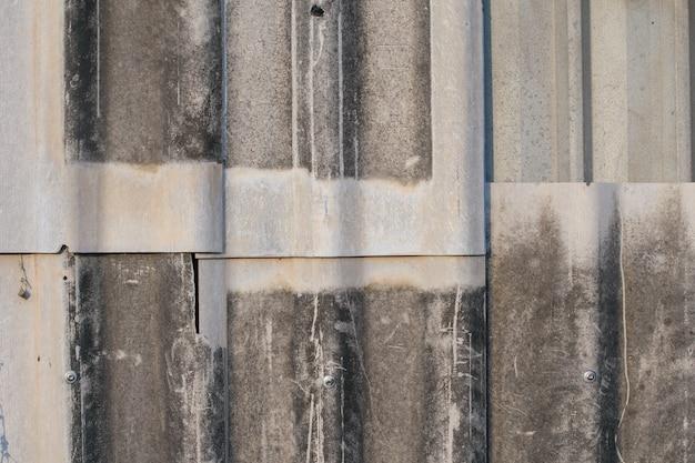 Vieille texture de toit de tuiles sur la maison