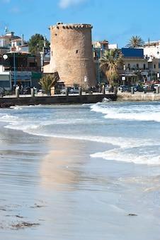 Vieille tour de la plage de mondello