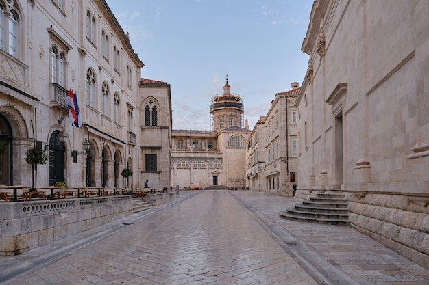 Vieille ville de dubrovnik avec cathédrale, croatie. concept de tourisme