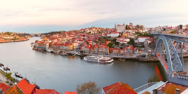Vieille ville et fleuve douro à porto, portugal