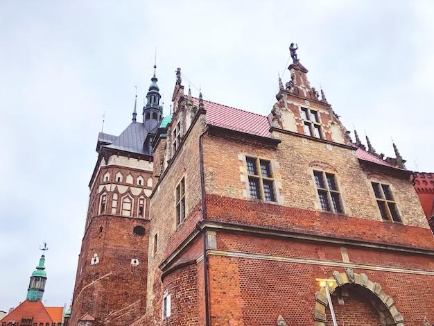 Vieille ville de gdansk, pologne. façade d'immeuble.
