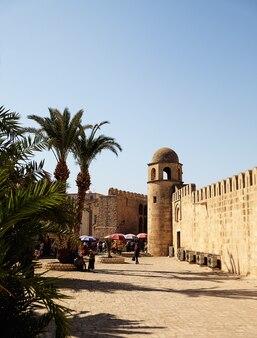 Vieille ville de sousse avec la tour de la forteresse, tunisie