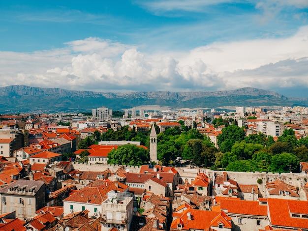 La vieille ville de split croatie vue depuis la tour de la tour