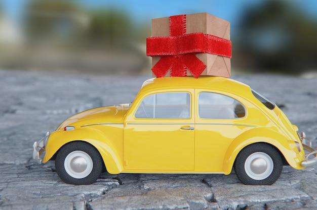 Vieille voiture jaune avec paquet cadeau au-dessus du toit