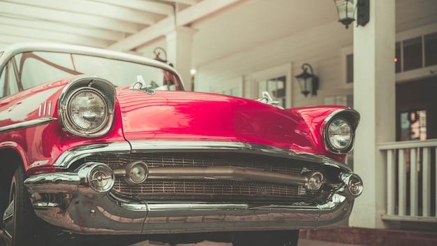 Vieille voiture rose