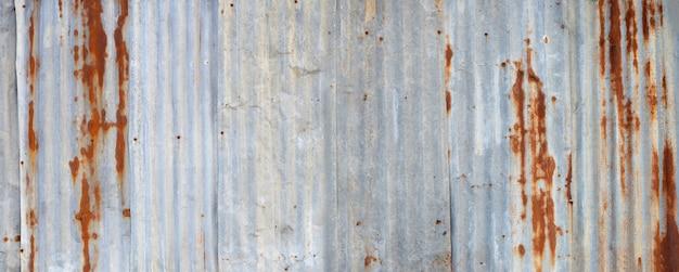 Vieilles feuilles de zinc rouillé pour fond texturé.
