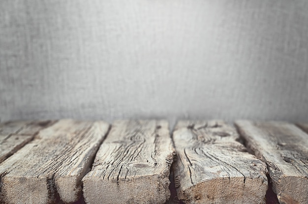 Vieilles planches en bois avec des fissures.