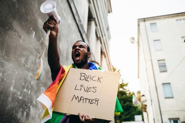 Les vies noires comptent! arrêtez la violence contre les noirs! arrêtez le racisme