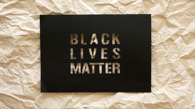 Les vies noires comptent le concept avec du papier