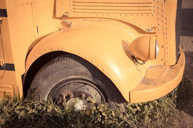 Vieux autobus scolaire
