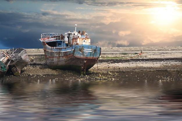 Vieux bateaux toujours au port