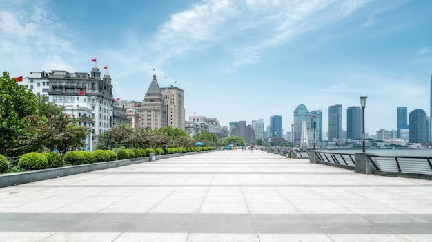 Vieux bâtiments sur le bund à shanghai