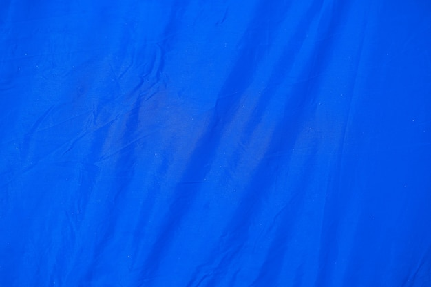 Vieux bleu froissé avec fond rugueux de texture de papier de page de tissu de tente. pli grunge parchemin modèle vintage design