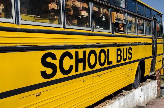 Vieux bus scolaire
