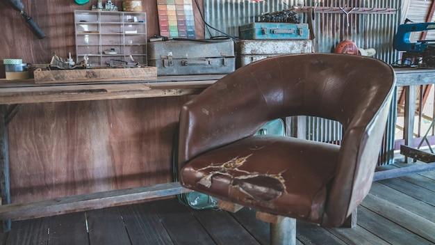 Vieux coussin en cuir