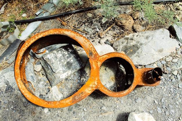Vieux débris d'acier de pièces de moteur en acier
