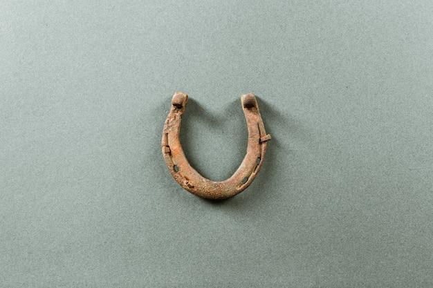 Vieux fer à cheval rouillé