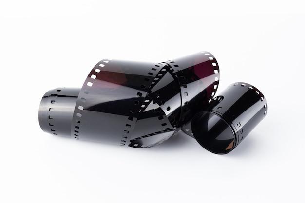 Vieux film photographique ou bande de film sur une surface blanche