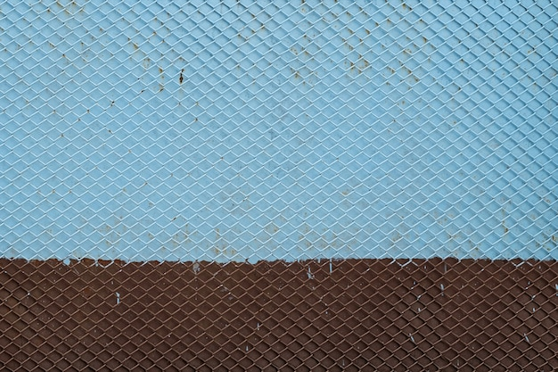 Vieux fond de grille en fer motif de grille métallique sans soudure peint en bleu et marron