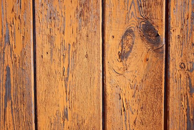 Vieux fond de planche avec pelage, peinture craquelée, peint en couleur terre cuite