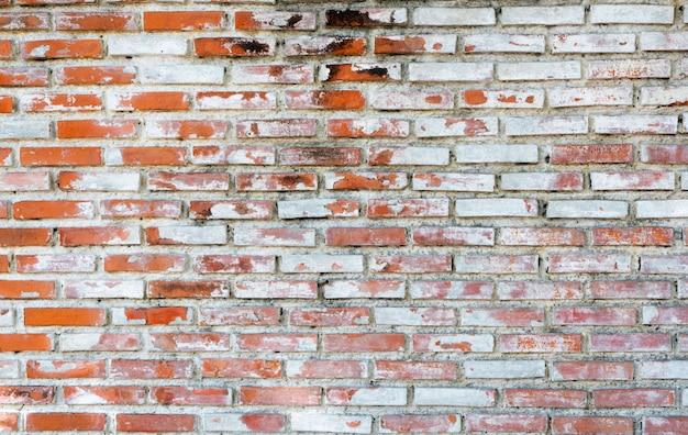 Vieux fond de texture de mur de brique vide avec espace de copie. peeling texture de plâtre. mur de briques vintage