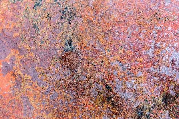 Vieux fond vintage grunge: surface métallique rouillée avec peinture bleue écaillée et texture de fissuration