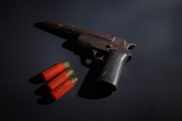 Vieux fusil sur fond noir