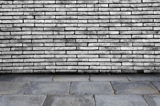 Vieux intérieur de grunge avec mur de briques