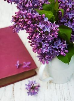 Vieux lilas et fleurs