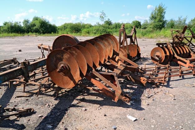 Vieux mécanismes agricoles