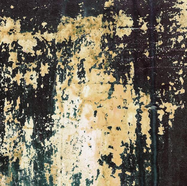 Vieux mur de béton teinté de peinture jaune