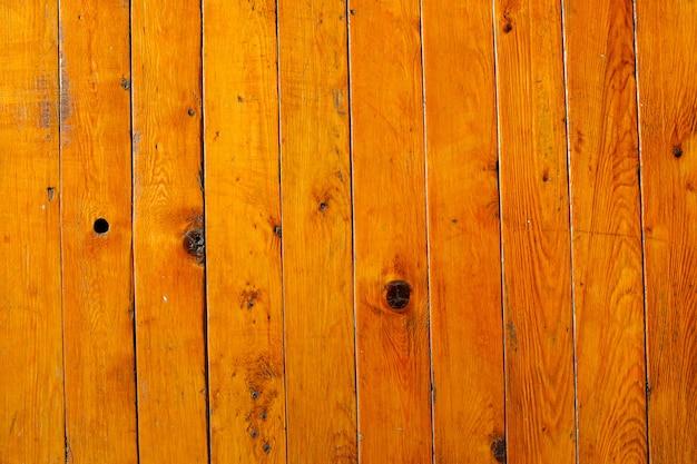 Vieux mur en bois avec lattes verticales. clarté dans tout le cadre. photo de haute qualité