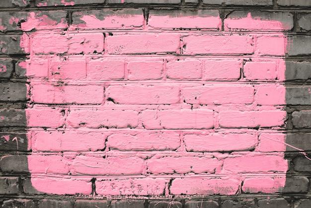 Vieux mur de brique sale réaliste en brique rose. maçonnerie inégale. le centre du mur est peint en rose. grand rectangle pour la maquette au centre du gros plan.