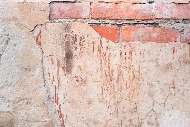Vieux mur de briques. béton fissuré. texture rose et marron. fond vintage