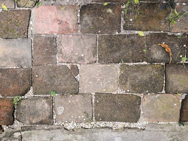 Vieux mur de briques dans l'antiquité et a été endommagé