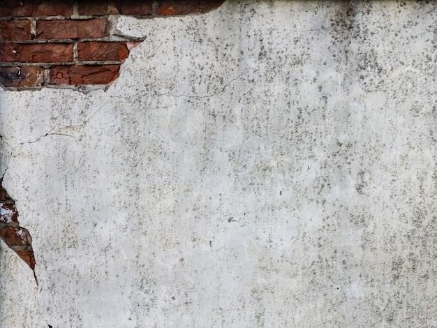 Vieux mur de briques endommagé